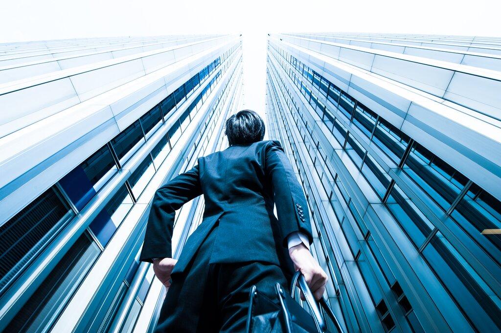 外資系企業と日系企業の違い!雇用契約や給与事情とは?